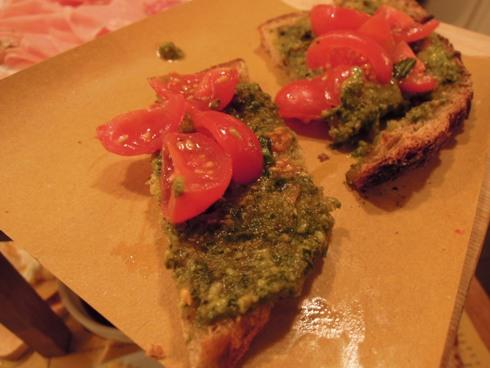 salsamenteria-di-parma-bruschetta-pesto-e-pomodorini